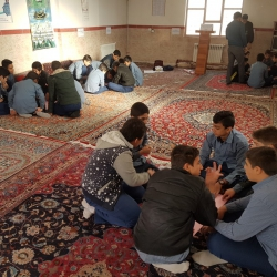 مسابقه نشریه نویسی و روزنامه دیواری در دبیرستان متوسطه اول رشادت